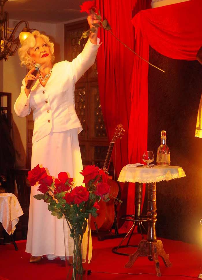 Dorit Gäbler - Rote Rosen für Mackie Messer